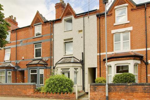 6 bedroom terraced house for sale - Derbyshire Lane, Hucknall, Nottinghamshire, NG15 7GB