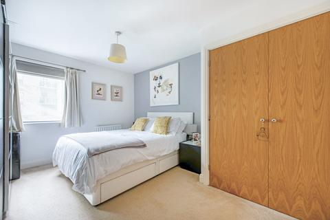 2 bedroom flat for sale - St. Georges Grove, London, England, SW17