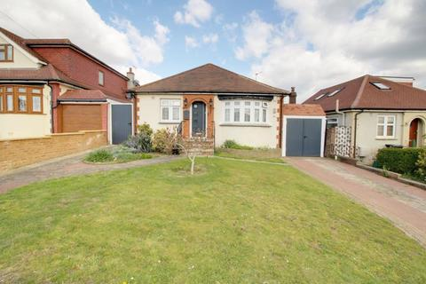 3 bedroom detached bungalow for sale - Kingswell Ride, Cuffley