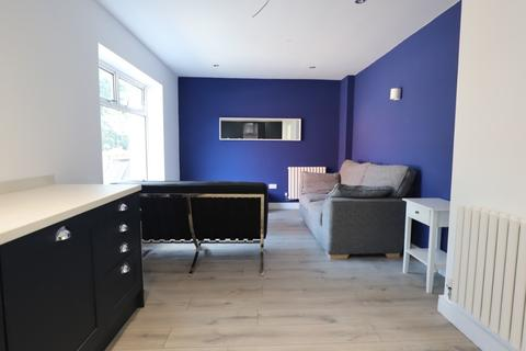 1 bedroom semi-detached house to rent - Underwood Road, Newcastle-under-Lyme, ST5