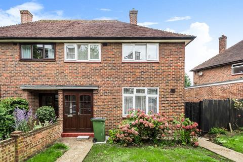 3 bedroom semi-detached house to rent - Restons Crescent London SE9