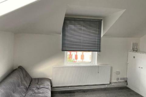 1 bedroom flat to rent - Ham Park Road, London, E7