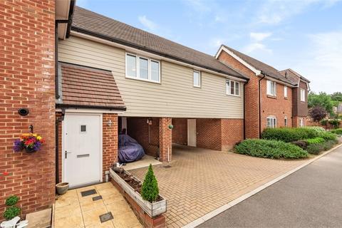 2 bedroom flat for sale - Meadow Close, Billingshurst, West Sussex