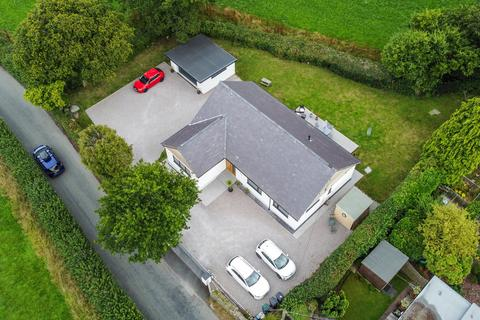 4 bedroom detached bungalow for sale - Tyn-y-groes, Conwy