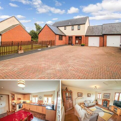 4 bedroom link detached house for sale - Noble Court, Knighton