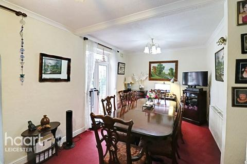 4 bedroom semi-detached house for sale - Walshe Road, Leicester