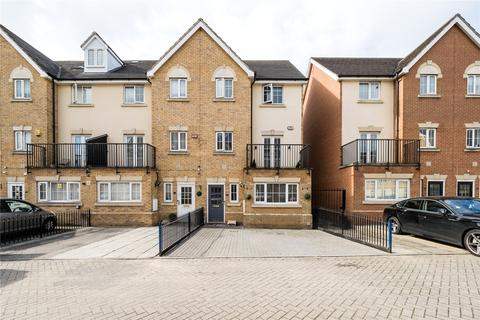 5 bedroom end of terrace house for sale - Genas Close, Ilford, Essex, IG6