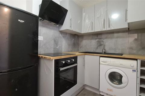 1 bedroom apartment to rent - Catford Hill, London, SE6