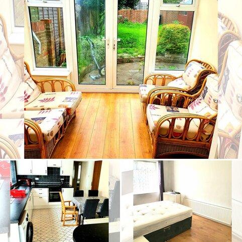 4 bedroom detached bungalow to rent - Green Lane, Middlesex, Uxbridge UB8