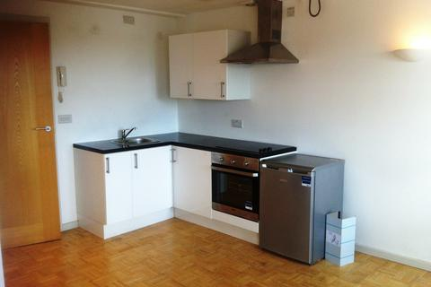 Studio to rent - Central House, Central Road, Worcester Park KT4