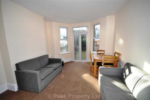 1 bedroom in a house share to rent - St  Helens Road, Westcliff-On-Sea
