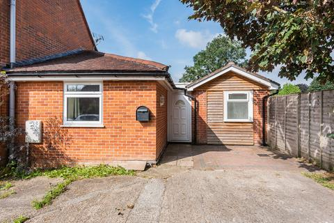 3 bedroom terraced bungalow for sale - Kings Avenue, Winchester