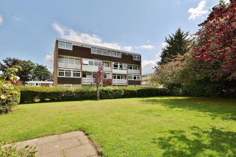 2 bedroom maisonette for sale - Hill View Court, Woking