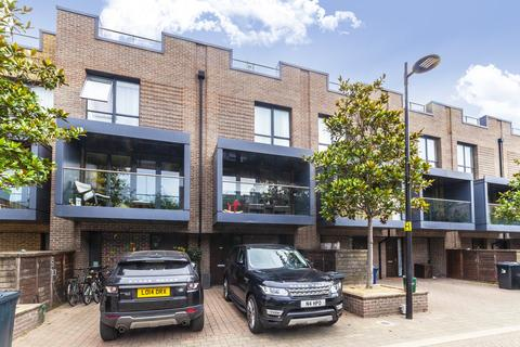 4 bedroom townhouse for sale - Sir Alexander Close, Acton, W3