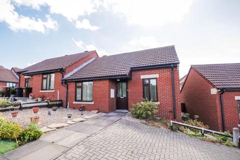 2 bedroom semi-detached bungalow for sale - Hazel Bank, Wakefield