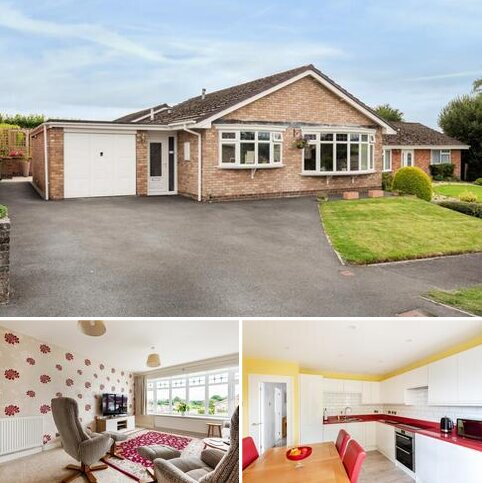 3 bedroom detached bungalow for sale - Holcombe Drive,  Llandrindod Wells,  Powys,  LD1