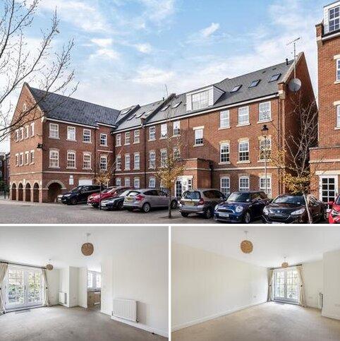 2 bedroom flat for sale - Florey Gardens,  Aylesbury,  Buckinghamshire,  HP20