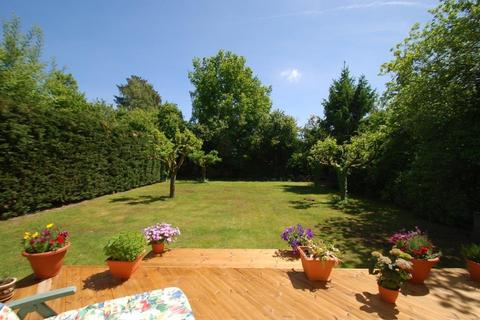 6 bedroom detached house to rent - Burkes Road, Beaconsfield, HP9