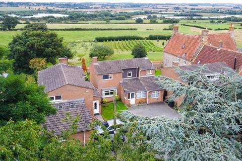 4 bedroom detached house for sale - High Street, Great Doddington, Northamptonshire, NN29