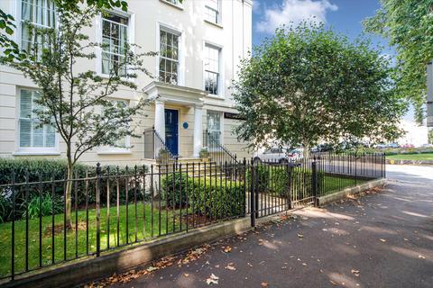 2 bedroom flat for sale - Wellington Place, London Road, Cheltenham, Gloucestershire, GL52