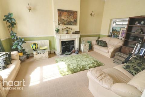 4 bedroom detached house for sale - Jefferson Close, Gants Hill