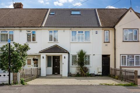 4 bedroom terraced house for sale - Finchingfield Avenue, Woodford, IG8