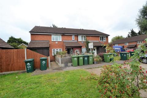 2 bedroom maisonette for sale - Westland Close, Stanwell