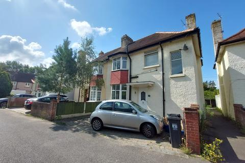 4 bedroom semi-detached house to rent - Feltham, Middlesex