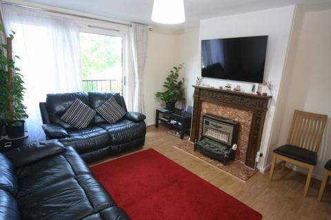 3 bedroom property to rent - Down Way, Northolt
