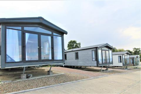 2 bedroom bungalow for sale - Oak Lane, Minster On Sea, Sheerness