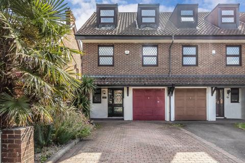 4 bedroom townhouse for sale - The Ridgeway, North Chingford, E4