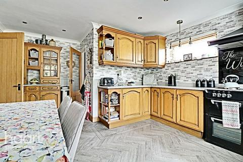4 bedroom detached house for sale - Queenborough Drive, Sheerness