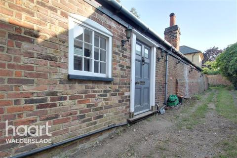 5 bedroom semi-detached house to rent - High Street, ME9