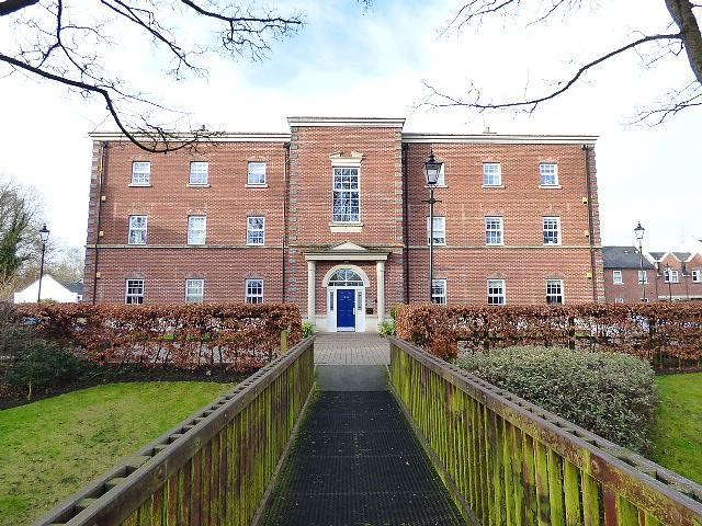 2 Bedrooms Flat for sale in Swinhoe Place, Culcheth, Warrington