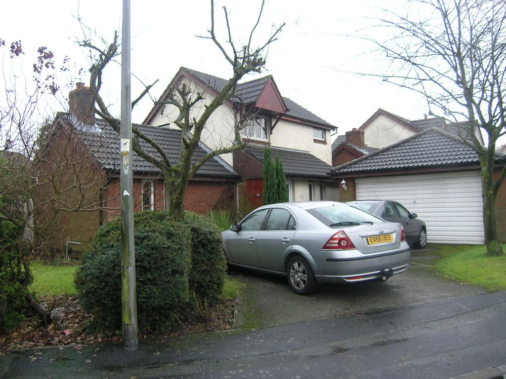 3 Bedrooms Detached House for rent in Carrington Close, Locking Stumps, Warrington