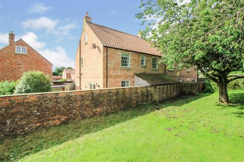 4 bedroom end of terrace house for sale - Manor Farm Court, Foxholes, Driffield