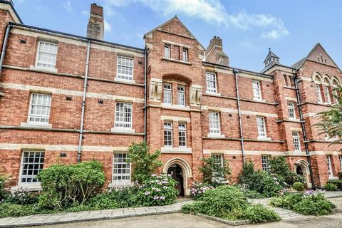 2 bedroom apartment for sale - The Mount