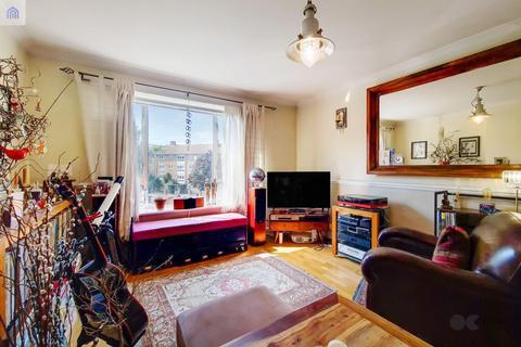 2 bedroom flat for sale - Binfield Road, Stockwell