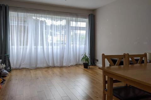 2 bedroom flat to rent - Palace View, London