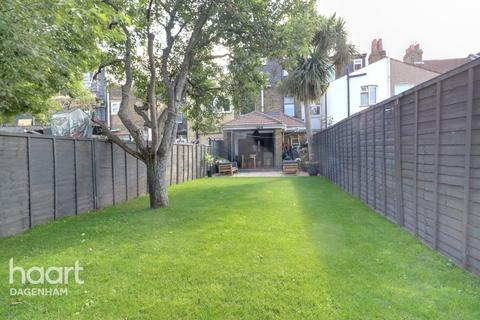 4 bedroom terraced house for sale - St Awdrys Road, BARKING