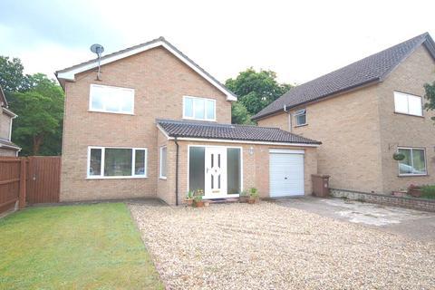 3 bedroom detached house to rent - Laburnum Avenue, Mildenhall, Bury St. Edmunds, Suffolk, IP28