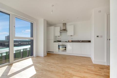Studio to rent - Boston House, Stevenage