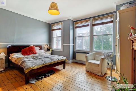 3 bedroom terraced house for sale - Fairlight Road, London