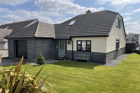 4 bedroom detached bungalow for sale - Parc Felin Dwr, Holyhead
