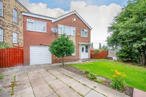 4 bedroom detached house for sale - Moorfield, Gildersome, LS27