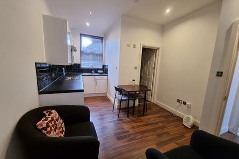 1 bedroom flat to rent - Ground Floor, Sirdar Road, Turnpike Lane, London, N22