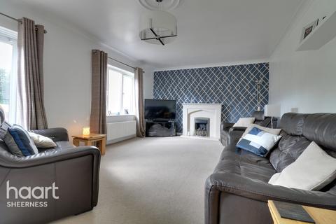 4 bedroom detached house for sale - Saxon Avenue, Sheerness