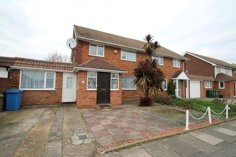 4 bedroom semi-detached house to rent - Comet Road, Stanwell, Staines-Upon-Thames, Middlesex, TW19