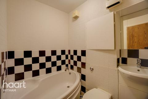 Studio for sale - Broadway, Witham
