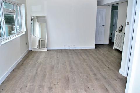 3 bedroom flat for sale - Bethersden Close, BR3